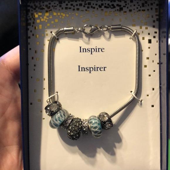NWT Silvertone beaded bracelet